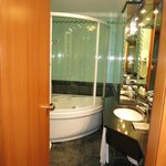 bathroom with jacuzzi shower/tub
