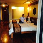 Royal Empire Hotel resmi