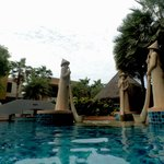 Rawai Palm Beach Resort resmi