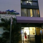 Waikiki Beachside Hostel resmi