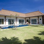 Two Villas Holiday, Oriental Style Layan Beach Foto