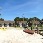 Snug Harbor Marina and Cottages resmi