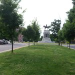 Lee statue from median