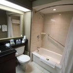 Photo de BEST WESTERN PLUS Victoria Park Suites
