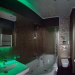 Spa Bath Corner with jacuzzi tub for 2, lightning & sound therapy at night / Annex