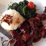Marinated beef skewers, jasmine rice, spinach and tomatoes