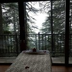 Foto Wildflower Hall, Shimla in the Himalayas