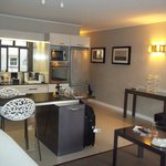 The Hyde All-Suite Hotel resmi