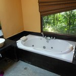 Photo de Baan Haad Ngam Boutique Resort & Spa