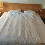 SINGLE duvet used for DOUBLE bed. Unprofessional and unacceptable.