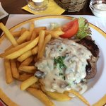 180gr steak with mushroom sauce