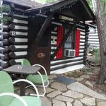Foto de Log Cabin Motor Court