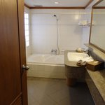 Photo de Pantip Suites Sathorn by Aspira