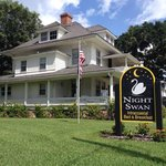 صورة فوتوغرافية لـ ‪Night Swan Intracoastal Bed and Breakfast‬