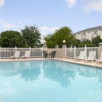 Baymont Inn & Suites Arlington