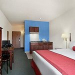 Foto van Days Inn and Suites Romeoville
