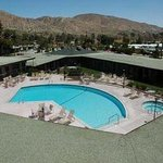 Photo de Travelodge Inn & Suites - Yucca Valley