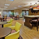 Hampton Inn Commerce resmi