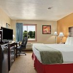 Best Value Inn Parkway Sheboygan