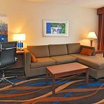 Comfort Suites Airport & Cruise Port Foto