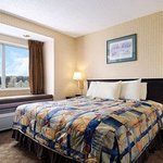 Days Inn & Suites Boardman