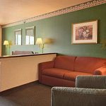 Photo de Days Inn & Suites Morris