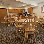 Days Inn & Suites Bridgeview Lodge resmi