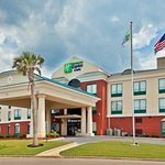 Photo de Holiday Inn Express Hotel & Suites Selma