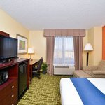 Photo de Holiday Inn Express Hotel & Suites Aurora