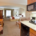 Holiday Inn Express Hotel & Suites Erie (Summit Township)の写真