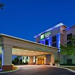 Holiday Inn Express Hotel & Suites - Veteran