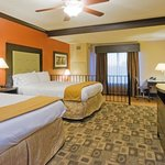 Holiday Inn Express Hotel & Suites Co