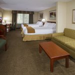 Holiday Inn Express Hotel & Suites Santa Claritaの写真
