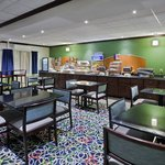 Foto di Holiday Inn Express Brookpark - Cleveland Airport