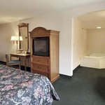 Bilde fra Howard Johnson Express Inn/Airport Louisville