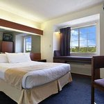 Microtel Inn & Suites by Wyndham Hillsboroughの写真