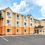 Photo of Microtel Inn & Suites by Wyndham Bushnell