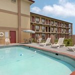 Foto van Days Inn & Suites Springfield on I-44