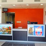 Motel 6 York North resmi