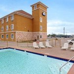 Φωτογραφία: Days Inn & Suites Cleburne TX