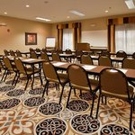 Photo de Holiday Inn Express Hotel & Suites Sedalia