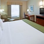 Foto van Holiday Inn Express Hotel & Suites Cedar Hill