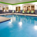 Photo de Holiday Inn Express Hotel & Suites Newport South