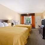 Howard Johnson Inn & Suites Vallejo