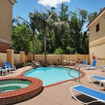 Photo de Days Inn and Suites Houston Hobby Airport