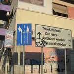 where to turn to get to Hotel Sandra