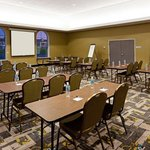 Holiday Inn Express Hotel & Suites Batavia - Darien Lakeの写真