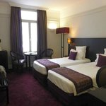 Hotel California Paris Champs Elysees resmi