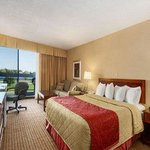 Ramada Hotel On The Bay Conference Resort - Belleville
