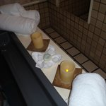 Candles and towels; are you ready to releax in a bath?